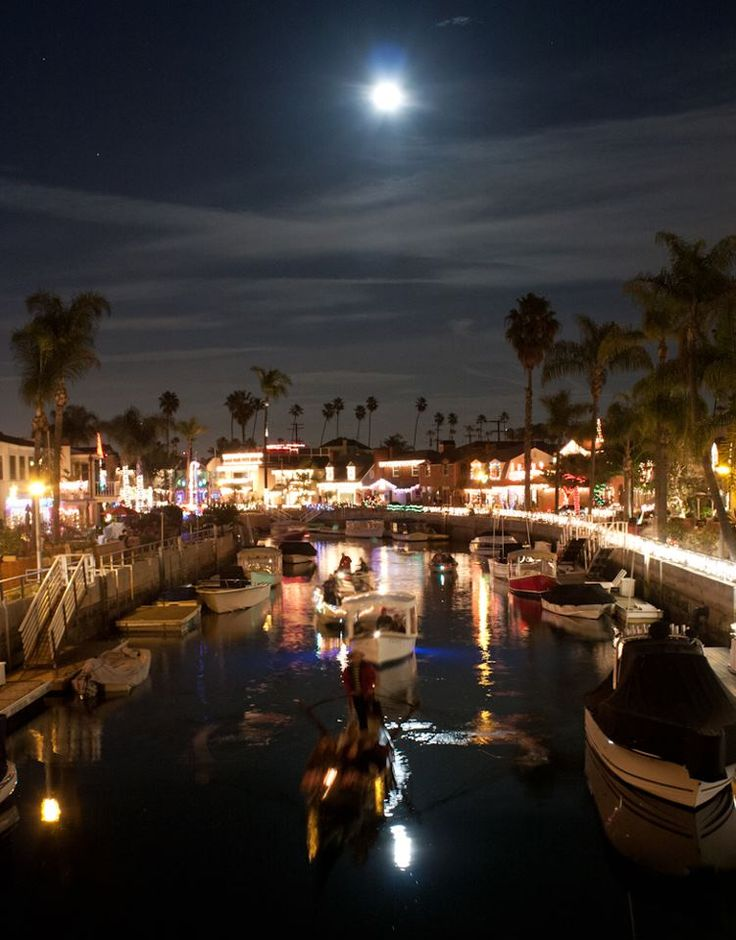 Christmas Lights Naples Long Beach Ca This Place Is So Pretty We Go There Every Year To Look At The Travel Pinterest