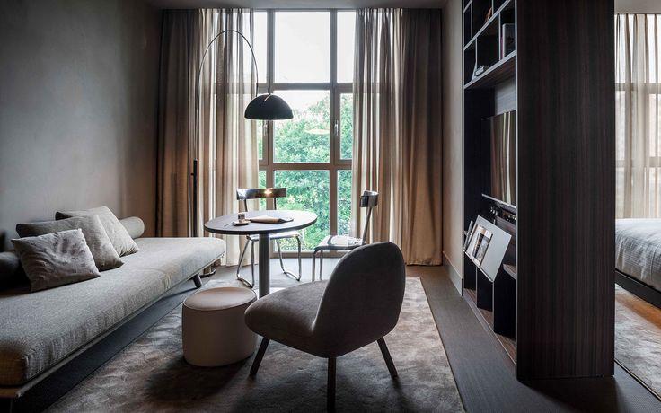 #interiordesign per le camere dell'albergo: pouf e divanetti con gambe in frassino tornito e struttura in massello rivestita in tessuto. #furniture #madeinitaly