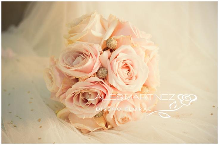 Ramo de novia de rosas en tono pastel
