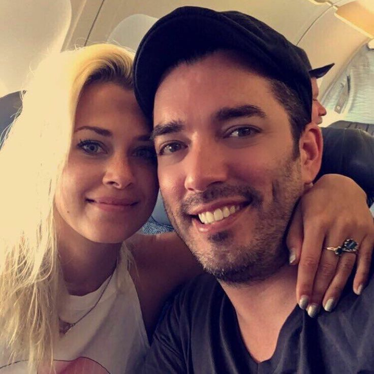 jonathan scott with gf jacinta kuznetsov catching a flight