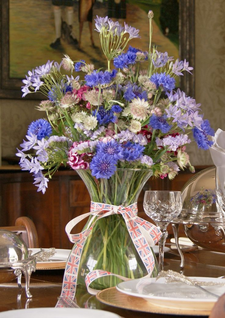 Naturalistic floral display of British-grown flowers for a corporate event or hotel foyer. Florissimo, Shropshire