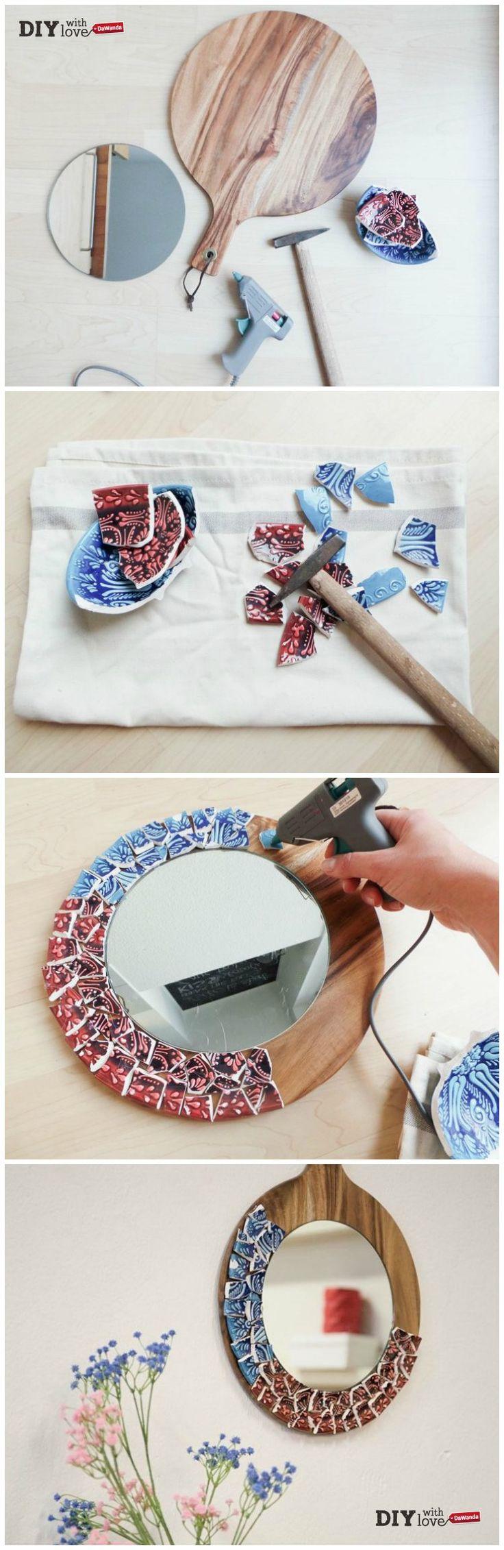 Uno specchio con mosaico in ceramica: ecco il tutorial per decorare la casa con stile!