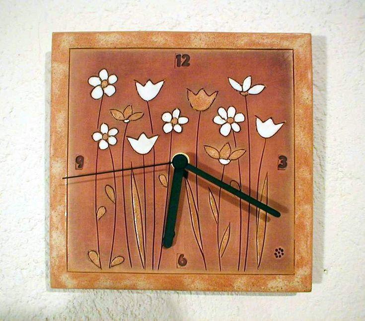keramické hodiny světle hnědé - louka keramické hodiny o velikosti 18,5 x 18,5 cm s klasickým hodinovým strojkem na 1 tužkovou baterii