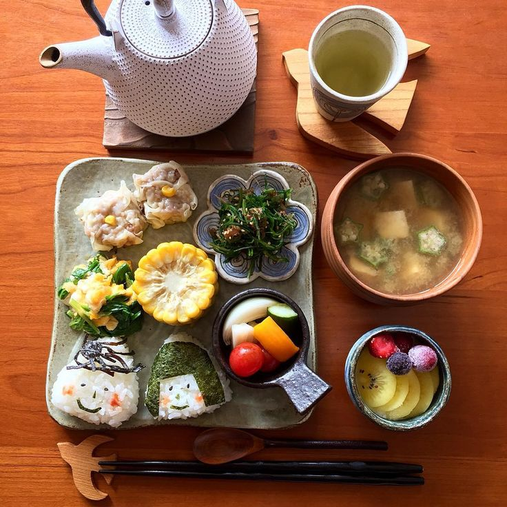 おはようございます ・ 今日の#朝ごはん です Today's breakfast ・ *#おにぎり *オクラと豆腐のお味噌汁 *とうもろこし *シュウマイ *おかひじきの梅おかか *セロリの葉の卵炒め *ピクルス *ヨーグルト *緑茶 ・ ・ ピクルスが美味しく漬かって嬉しい朝♬ ・ いつも美味しそうなパンやお菓子等を手づくりされ可愛いスタイリングをされていらっしゃる @ichigomint5354 さんが紹介されていて、ずっと行ってみたいと思っていた#木ごこち さん ちょっと前に行って来ました 木の香りのする素敵な店内に綺麗で気さくな店主さん✨ 可愛いものがいっぱいでした。 今日はとりさんを ・ ・ ・ 月曜日ですね。 今週もよろしくお願いします。 ・ 今日も良い日になりますように✨ 2016.6.20 ・ ・ #朝食 #おうちごはん #おうちカフェ #ワンプレート #和ンプレート #料理写真 #和食 #クックパッド #けんくんのママ #器 #うつわ #齋藤奈月 #石川若彦 #デリスタグラマー #oneplate #vscofood #japanese...