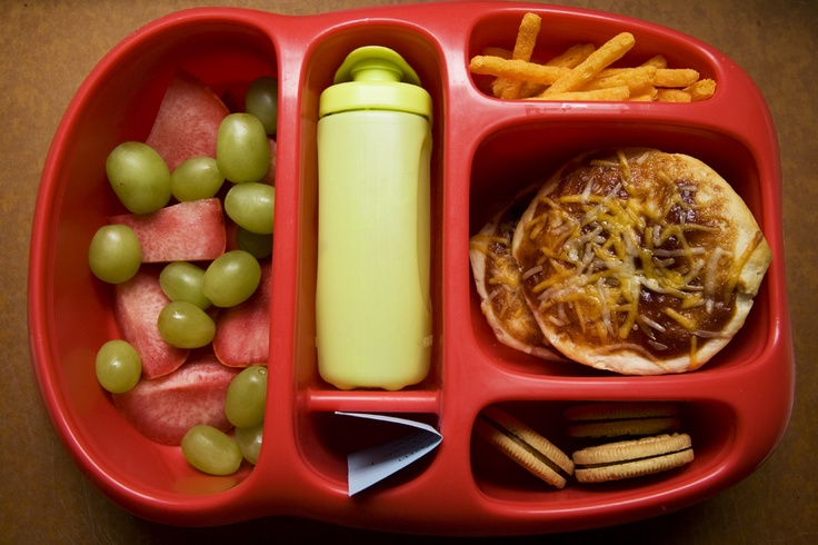 what an awesome website for lunch ideas! I want this bento box!  http://bleubirdvintage.typepad.com/blog/kiddo-lunch/