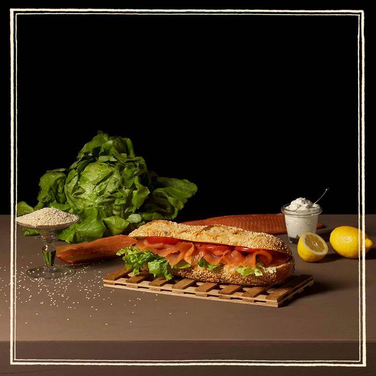 Δεκατιανό ή μεσημεριανό; Εσείς για ποιο γεύμα θα επιλέξετε αυτό το χορταστικό sandwich Atlantique, με καπνιστό σολωμό και spread λεμόνι;