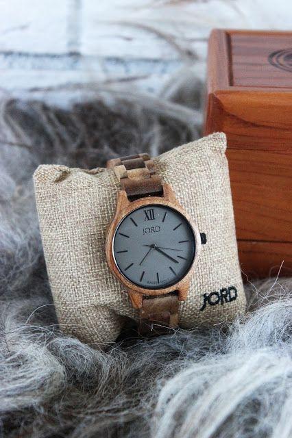 Huisjeaandehaven, Jord's watch, woodwatch, Jord's wooden watch, giftforher, holiday2016, dameshorloge, horloge, houten horloge, women's watch, hip horloge, stoer