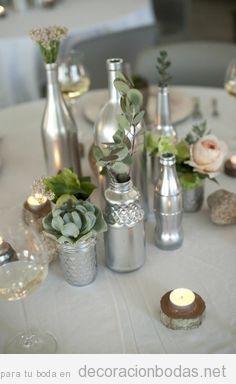 Decoración mesa boda botellas  plateadas