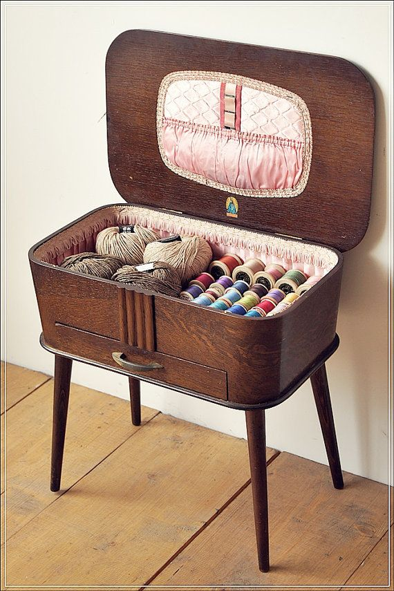 SOLD SOLD SOLD vintage retro antique sewing box by Granstrunkshop