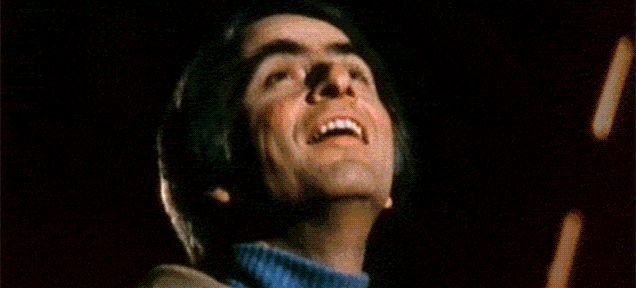 カール・セーガン博士かな? Dr. Carl E. Sagan    1枚の紙を103回折り畳むと宇宙と同じ厚さになるって知ってた? : ギズモード・ジャパン