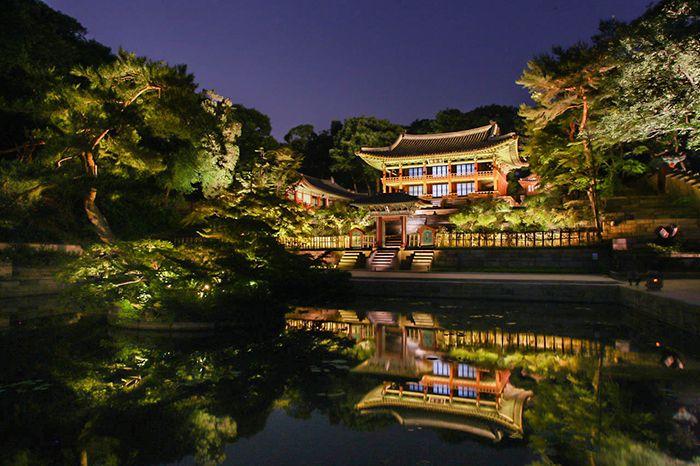 "A moonlit stroll around the palace grounds: ""Moonlight Tour at Changdeokgung Palace"" | Official Korea Tourism Organization"