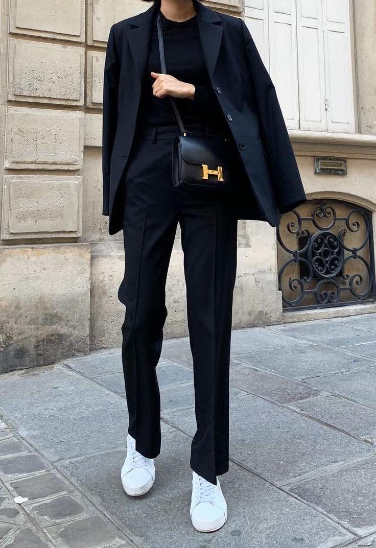 Damenkleidung – Schwarzer Anzug für Damen #streetstyle #womensfashion #minimal #ootd – Selene