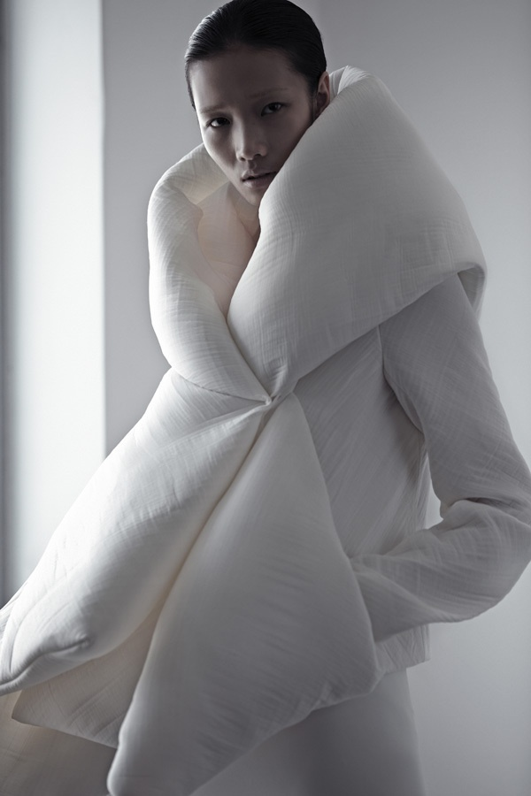 Soft Structured Fashion - wrap jacket with 3D padded construct // Qiu Hao