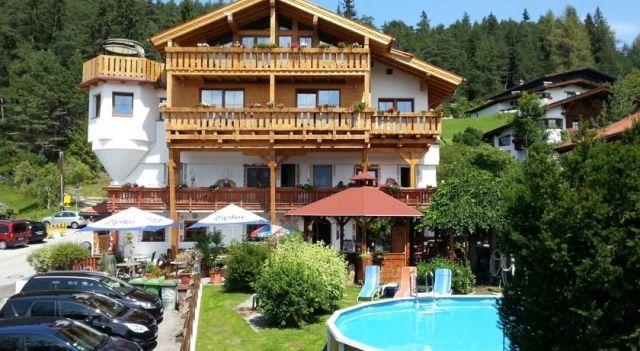 Krösbacher Hof - 3 Star #Guesthouses - $90 - #Hotels #Austria #SeefeldinTirol http://www.justigo.net/hotels/austria/seefeld-in-tirol/krapsbacher-hof_42176.html