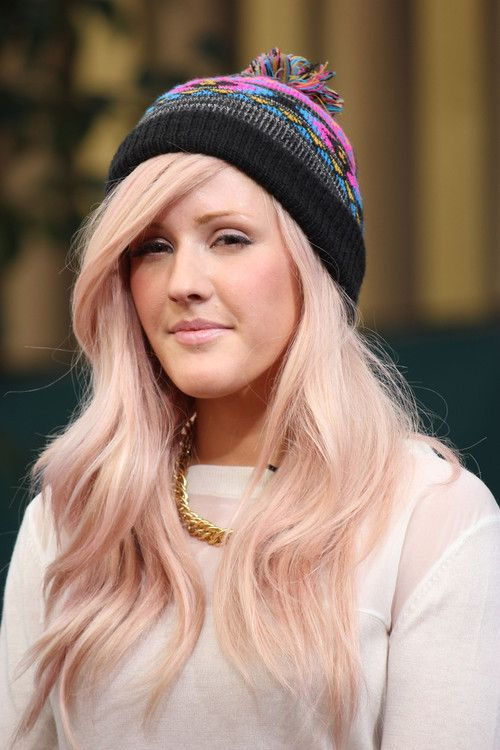 the pink tint to her champagne blonde hair is awesome I could never do this but I love ellie goulding so I had to pin