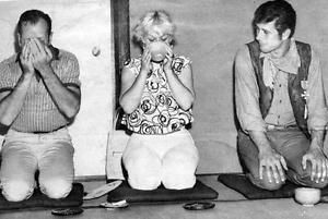 ROBERT-FULLER-AND-PARENTS-HAVE-A-SNACK-8X10-PHOTO-445