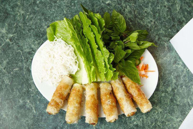 インペリアルロール(Imperial Rolls) ベトナム風春巻きです。 ちょっぴり?辛いソースにつけていただきます。