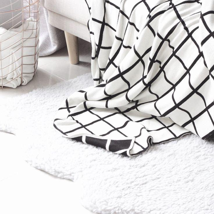 Grid blanket for autumn season   To see my instagram feeds just follow me : angelpangestu.   Xoxo
