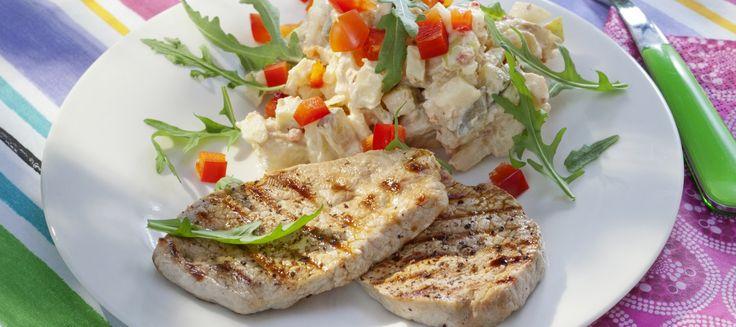 Paprikainen perunasalaatti ja grillatut possupihvit