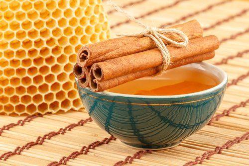 Bebida de canela y miel de abejas