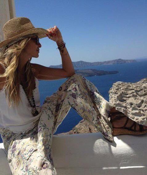 """""""Σαντορίνη guys!!""""  Η @AnnaVissiLive μας εξηγεί γιατί.... Σαντορίνη!!  http://m.athensvoice.gr/index.php?r=site/page&view=article&id=102779&cat=thepaper…"""