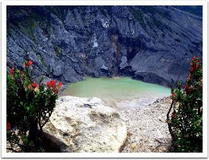 Wonderful Indonesia - Kawah Tangkuban Parahu: Puncak Legenda Parahyangan