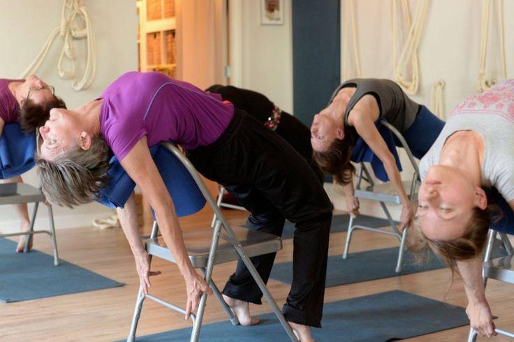 Mejores 32 im genes de yoga restaurativo props en for Sillas plegables para yoga