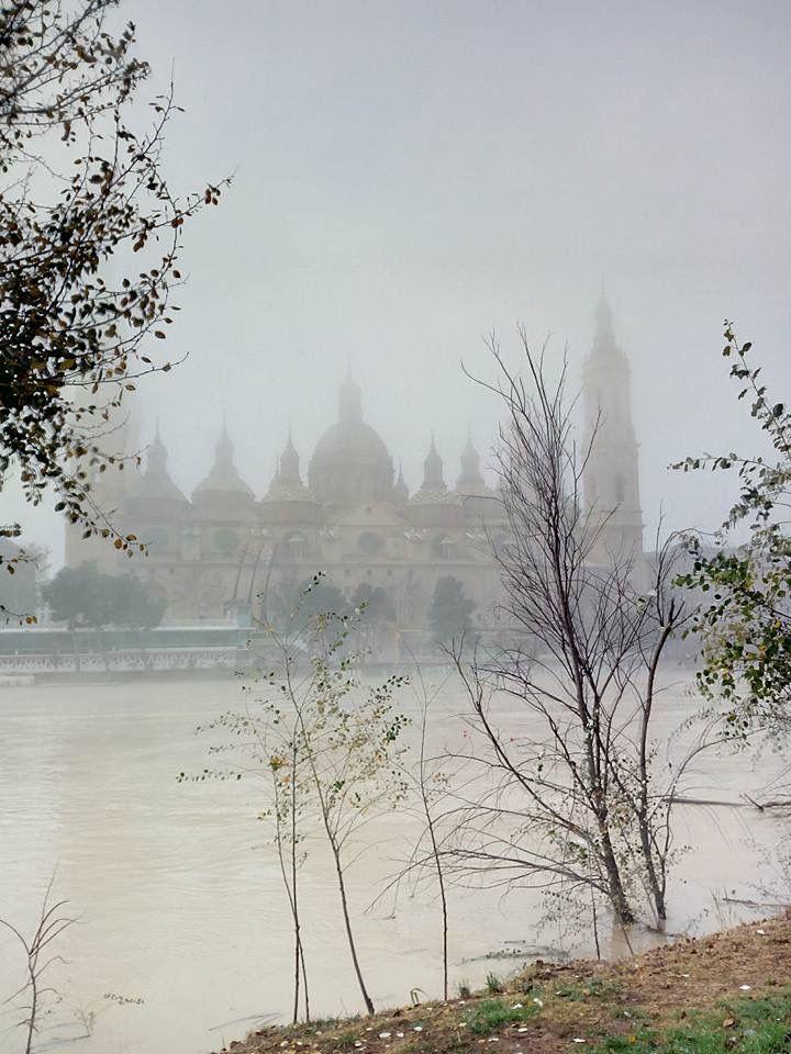 Fotografía Del Pilar De Zaragoza Desde La Otra Orilla Del Ebro Entre Tinieblas Enero De 2018 Fotos De Esther Gabriel Zaragoza Fotos Ebro