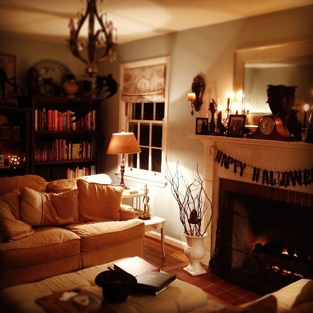Cute Living Room With Halloween Decorations