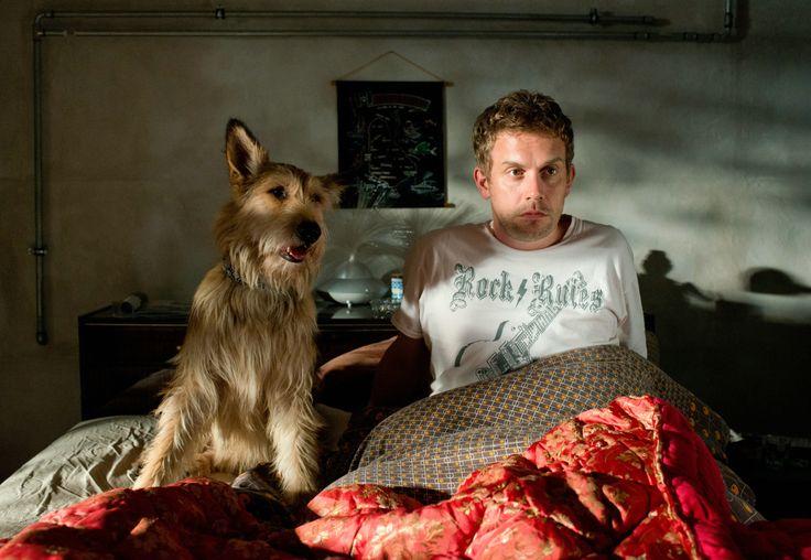 Franz Eberhofer (Sebastian Bezzel) und sein Hund Ludwig © 2016 Constantin Film Verleih GmbH / Bernd Schuller