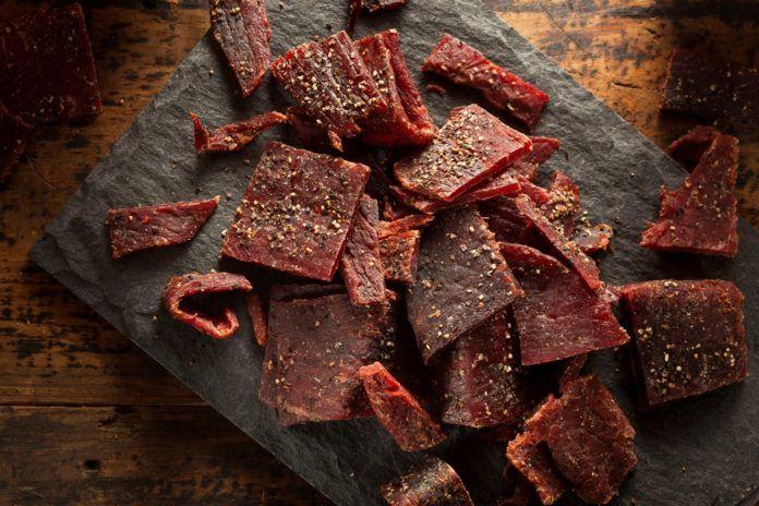 Recept na domácí sušené maso. Ušetříte a ještě si víc pochutnáte!