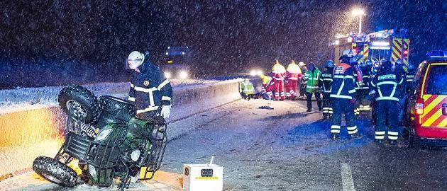 +++ Schnee-Wetter-Ticker +++Schnee und Glätte in Deutschland: In diesen Regionen ist es am Montag frostig www.focus.de/panorama/wetter-aktuell-nach-weihnachten-kommt-die-kaelte-peitsche_id_4364508.html