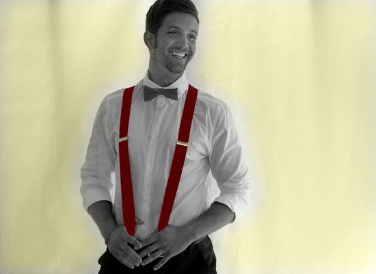 Conheça um pouco da história dos suspensórios e confira dicas de como o noivo, padrinhos e pajens podem usar essas versáteis tiras para compor os trajes masculinos do casamento