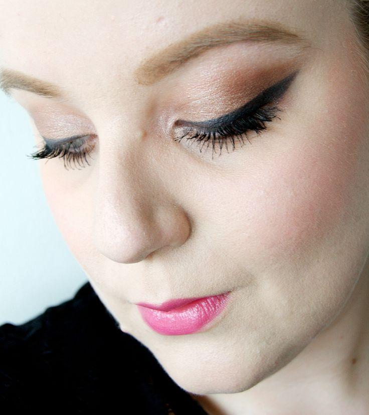 Intense black eyeliner -http://www.liseemilia.com/