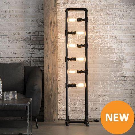 Stoere en robuuste vloerlamp gemaakt van waterleiding buizen. Past in een Vintage/Industrieel interieur. <br /> Meer stoere lampen op de website.