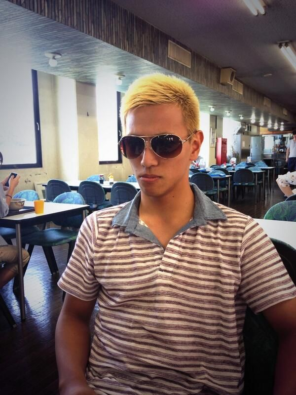 "A ""Keisuke Honda look-alike"" at the airport"