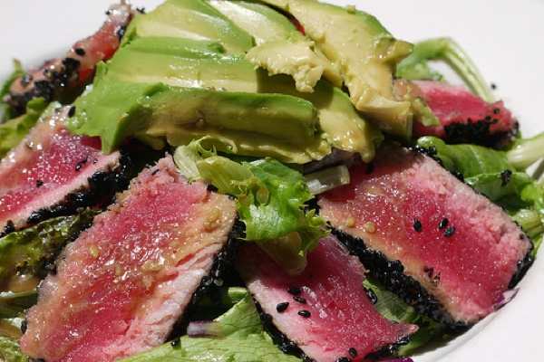 Lime Grilled Tuna with Spinach & Avocado