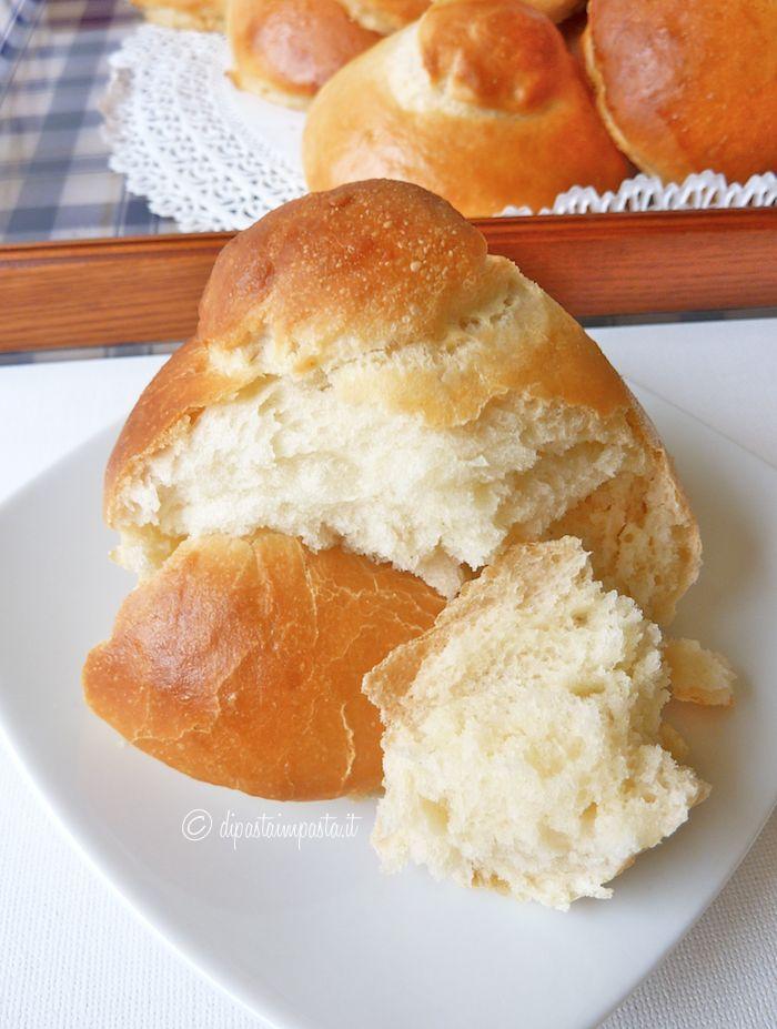 Brioches siciliane col tuppo della tradizione catanese, senza uova