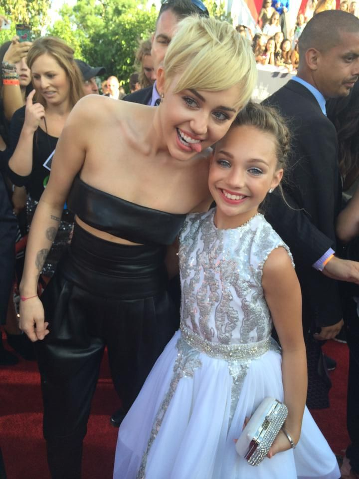 Maddie Ziegler met Miley Cyrus at the MTV Video Music Awards 2014 [2014]