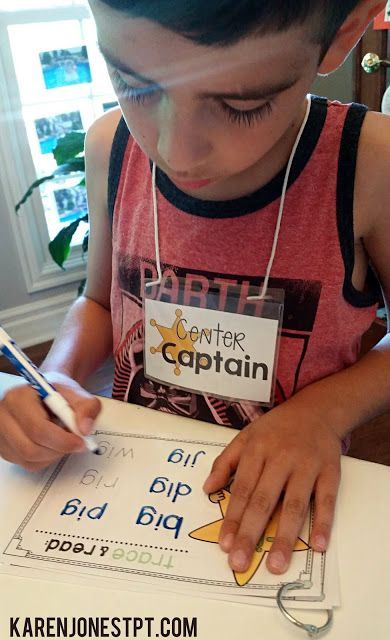 Center Captains badge to allow your kids to take ownership of managing centers while the teacher is working with small groups. This idea is GOLDEN!  {FREE DOWNLOAD}