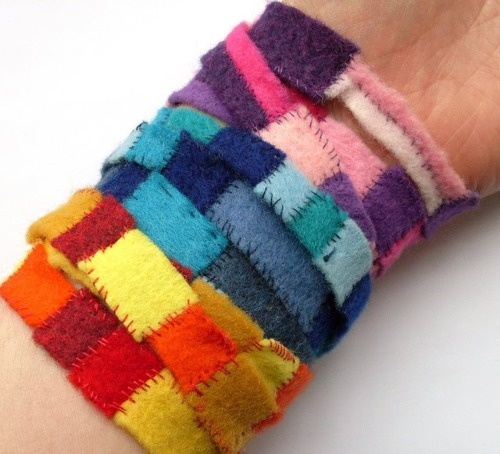 DIY Felt Scrap Bracelets. From Bugs and Fishes here. I thought after posting so many chains on clothing, chain bracelets, chain necklaces, etc… I'd go for something softer and cozier. All you need is felt, thread and a snap fastener.
