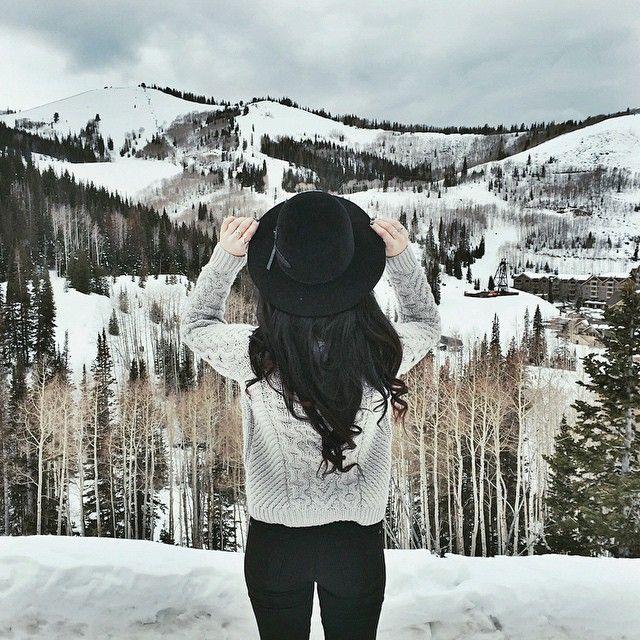 Девушка с сзади зимой