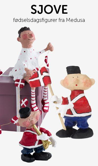 Alle Medusa-Copenhagens varer er håndmalet og håndstøbt på deres fabrik i Kina. Hver enkelt ting er formet af dem selv, noget er tegnet og andre ting sat sammen med lim og glimmer.  Designer og ejer af Medusa-Copenhagen er Rie & Maj-Britt Bidstrup. #medusacopenhagen #fødselsdag #inspiration #flag #hurra