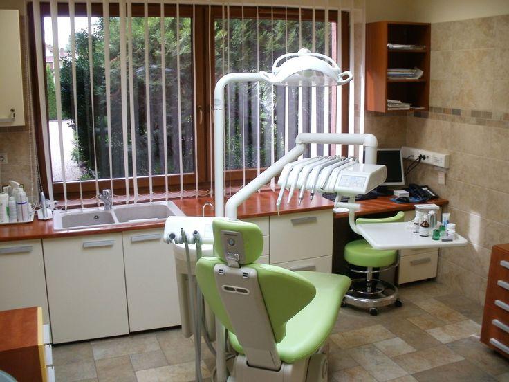 Mosonmagyaróvár  közel az osztrák határhoz található ez az egyedi hangulatú családi ház és fogorvosi rendelő.  Ingatlan nettó 300 nm-es, ebből a rendelő 70 nm-es és két székes külön rendelőhelyiségből, váróból, röntgen szobából (panoráma+intraorális rtg)