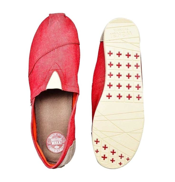 Dokutsu slip on by Wakai, made from canvas with rubber sole, perfect shoes for everyday use since it so comfortable, lightweight, and can go along with any kind of style. Pair it with shirt and chino pants, and a bucket hat for a casual look. http://www.zocko.com/z/JFYvE