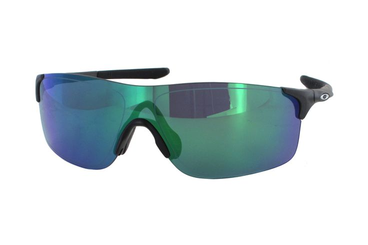 Oakley Evzero Pitch OO9383 03 Sonnenbrille in steel | Manche Sonnenbrillen schützen Ihre Augen, andere schützen Ihr Image. Oakley-Sonnenbrillen schützen Beides. Ein Stil für jeden Geschmack, mit der Technologie für jeden Bedarf. Sonnenbrillen für jede Situation.Gönnen Sie sich eine...