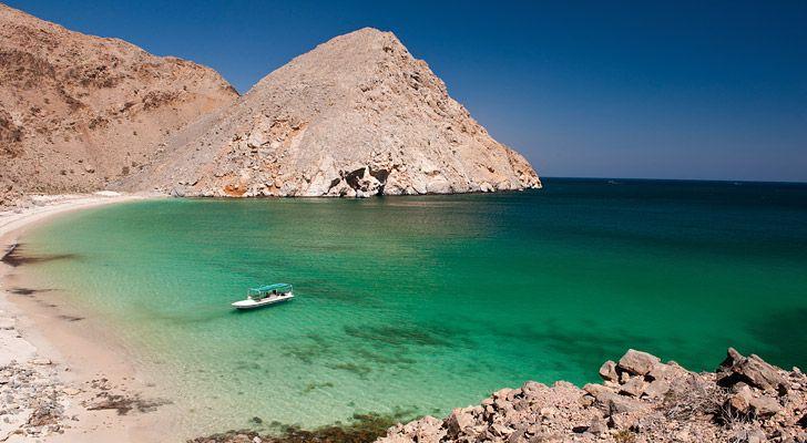 Die 1700 Kilometer lange Küste Omans ist ein wahres Paradies zum Baden, Schwimmen, Tauchen und Schnorcheln.