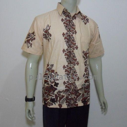 menjual aneka model desain motif batik pria modern harga murah dan terpercaya hanya di toko online grosir kami yang berada di kota solo