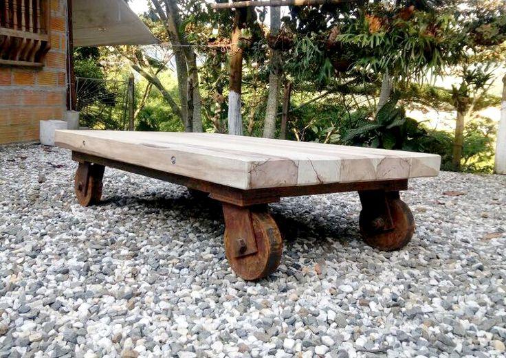 Mesa rústica elaborada en: Madera nogal cafetero y hierro. Síguenos en facebook: @forjania #Wood #Iron #Art #Decor #home #handicrafts #Table
