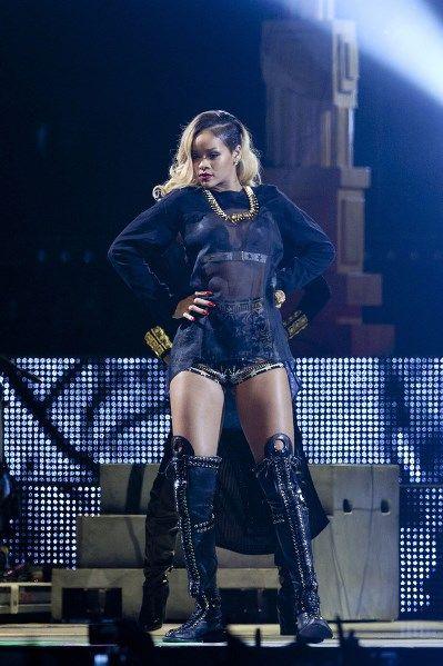 http://rapradar.com/2013/05/31/rihanna-unapologetic-hits-platinum/  Rihanna Unapologetic/ HitsPlatinum